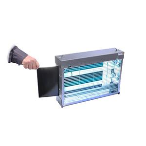 Установка клейкого листа в ловушку Pomel DUO LT-60