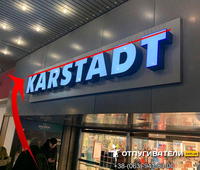 Антиписадные шипы на вывесках магазинов в Европе