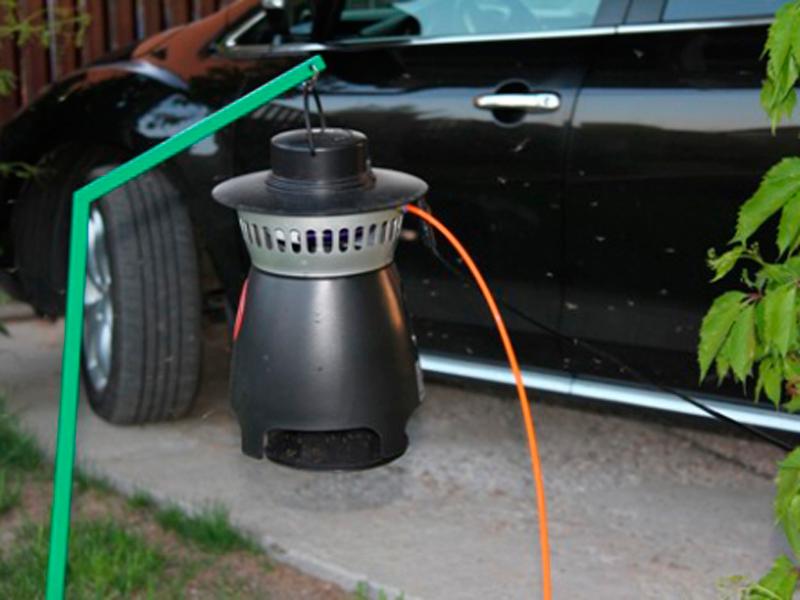 Процесс работы устройства от комаров Mosquito Trap AMT 100 (до 15 соток)